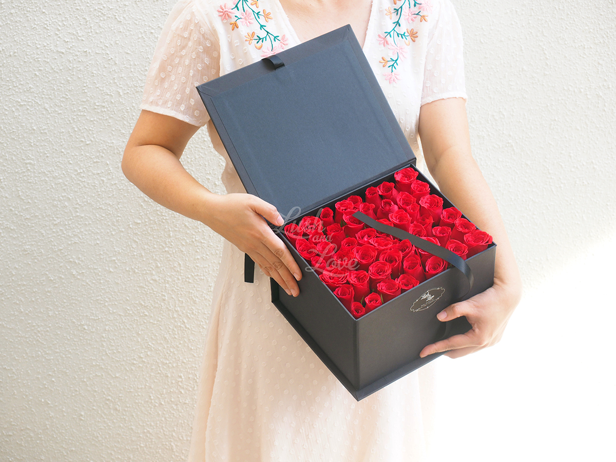 LETTER OF ROSES - CUBE BOX 8