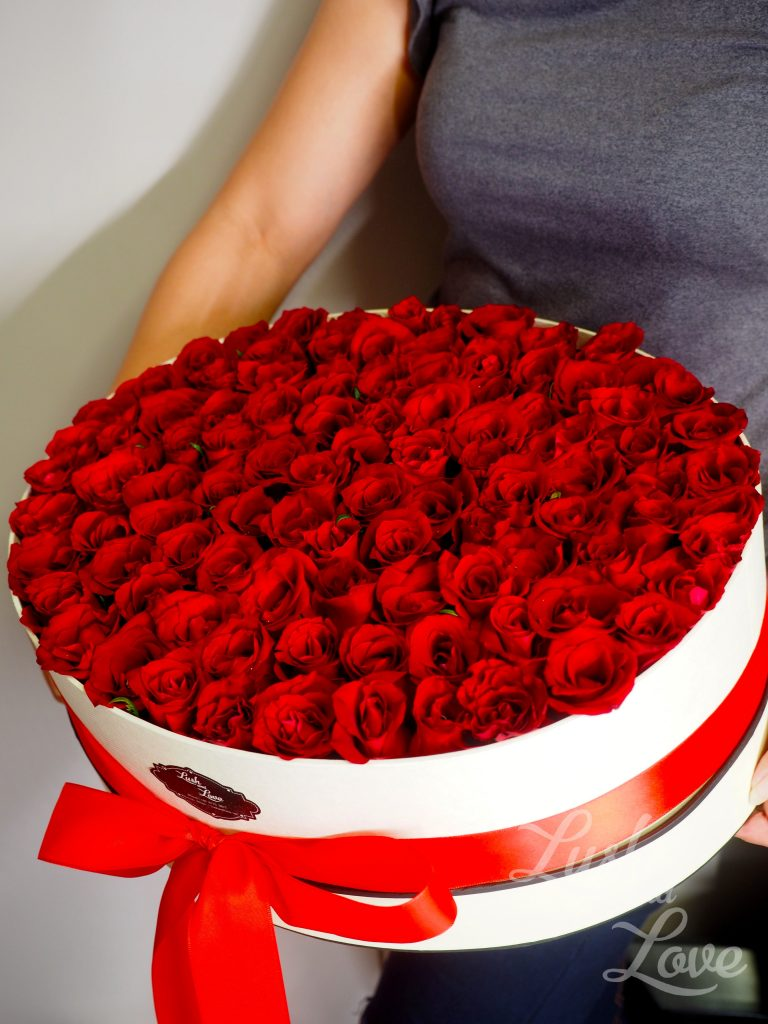 99 red roses (Singapore)