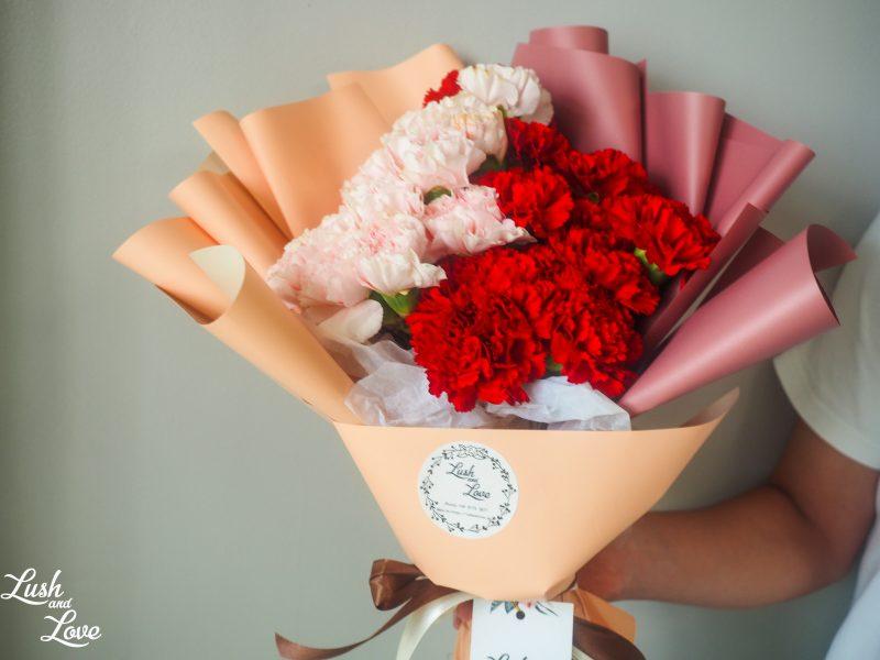 dual tone carnations bouquet